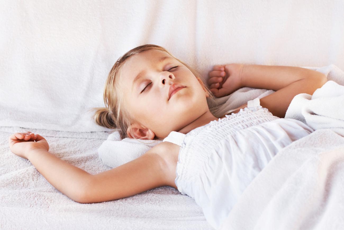 zirbenbett lindert schlafprobleme bei kindern. Black Bedroom Furniture Sets. Home Design Ideas