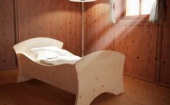 Dieses wunderbare Kinderbett aus massivem Zirbenholz versüßt den Schlaf jedes Babys.