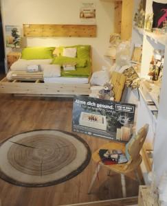 Unser Shop in Innsbruck kann sich wirklich sehen und riechen lassen. Es duftet hier herrlich nach Zirbenholz...