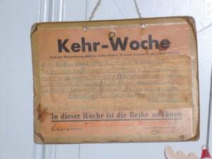 In Wien sagt man: das 'Bummerl' haben. Im Schwabenland heißt dies 'Kehrwoche'.