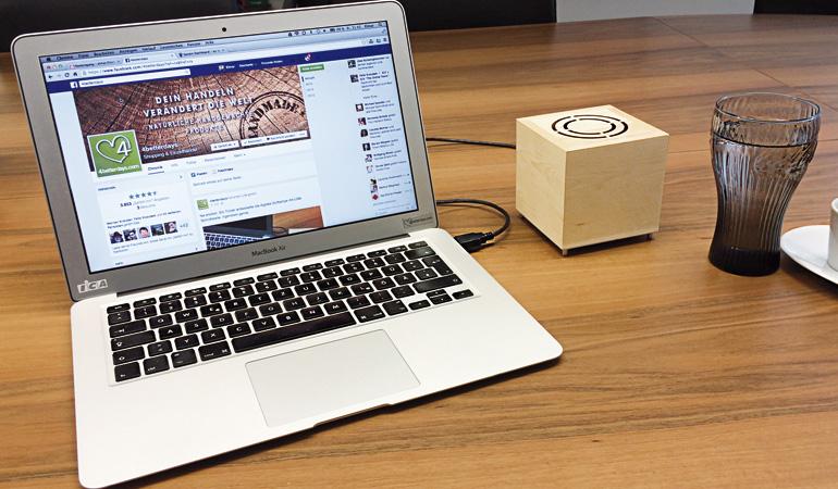 """Der """"Aroma-Cube"""" aus Zirbenholz soll wahre Wunder vollbringen und stressige Situationen entschärfen..."""