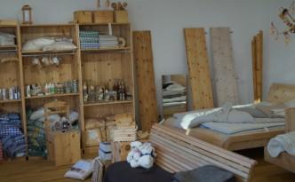 Der neue Shop in der Amraserstraße in Innsbruck bietet viel Platz für Zirbenholz, Zirbenkissen und noch viel mehr!