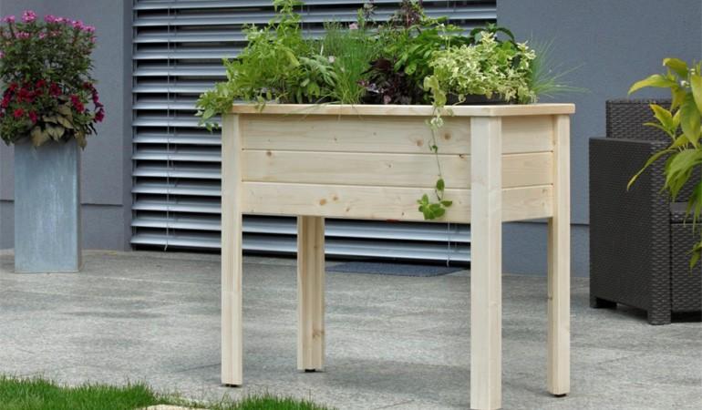 Hochbeet Herb aus Holz. Gebirgsfichte. Passt bequem sogar auf den Balkon. Und die Autonomie stellt sich sofort ein.